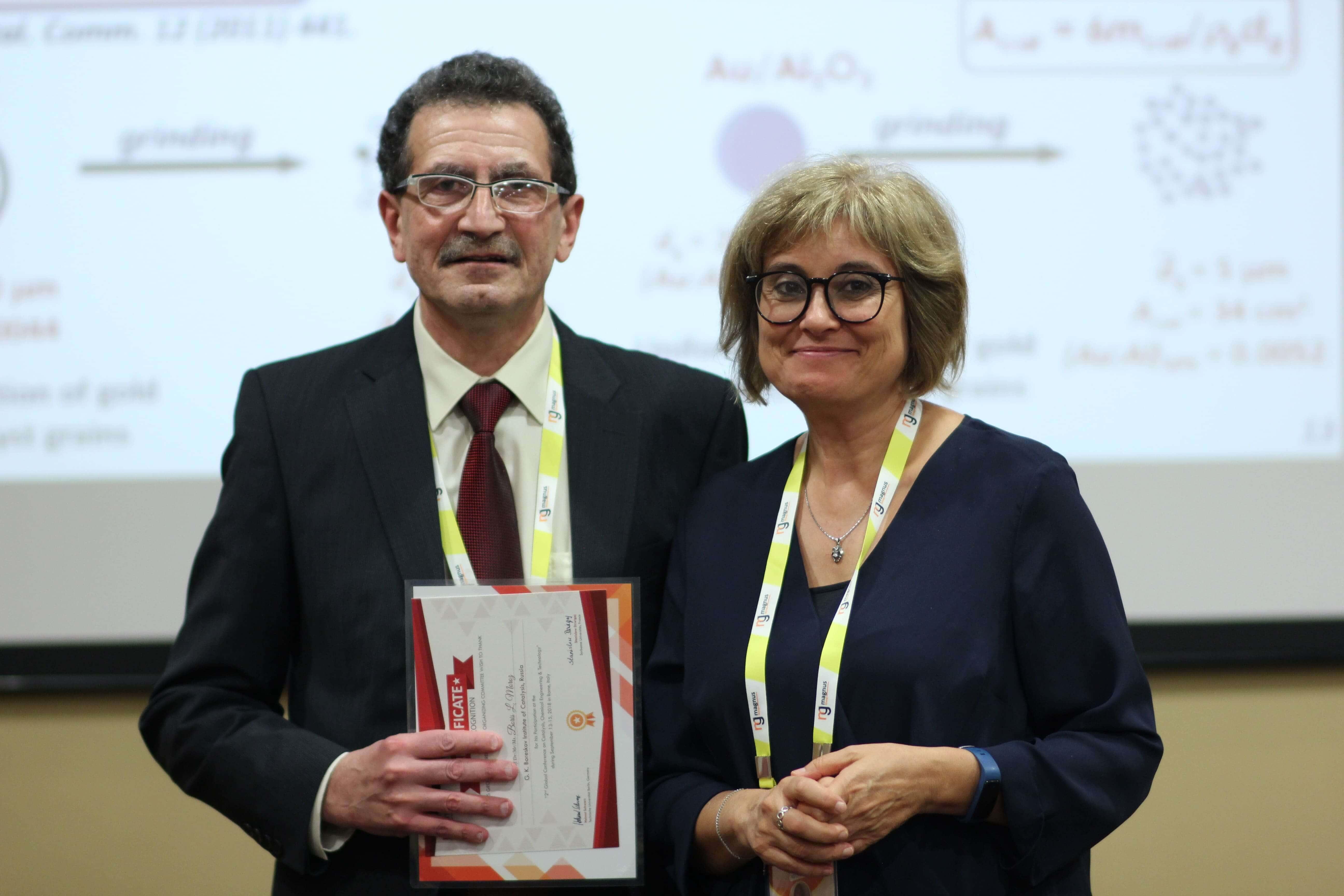 Boris L. Moroz felicitated by Luisa María Gómez Sainero